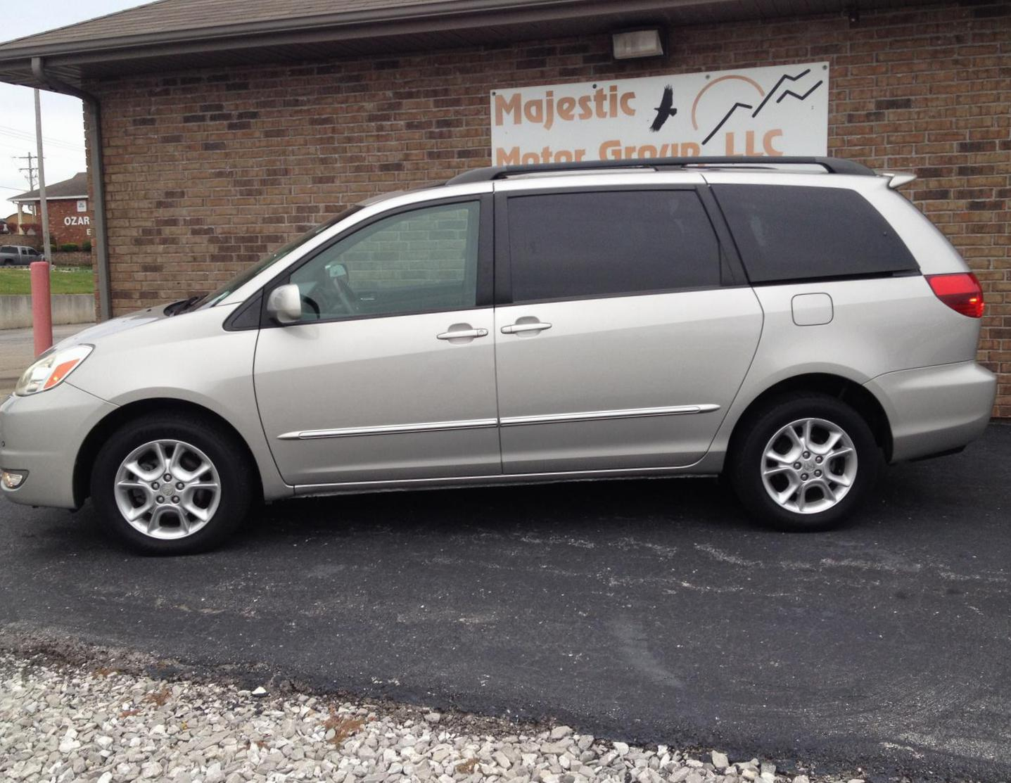 Toyota Sienna for sale 2010