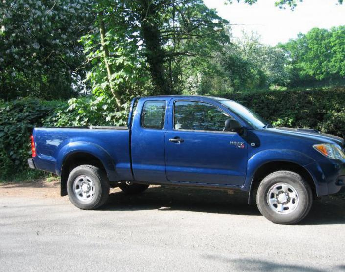 Toyota Hilux Extra Cab auto hatchback