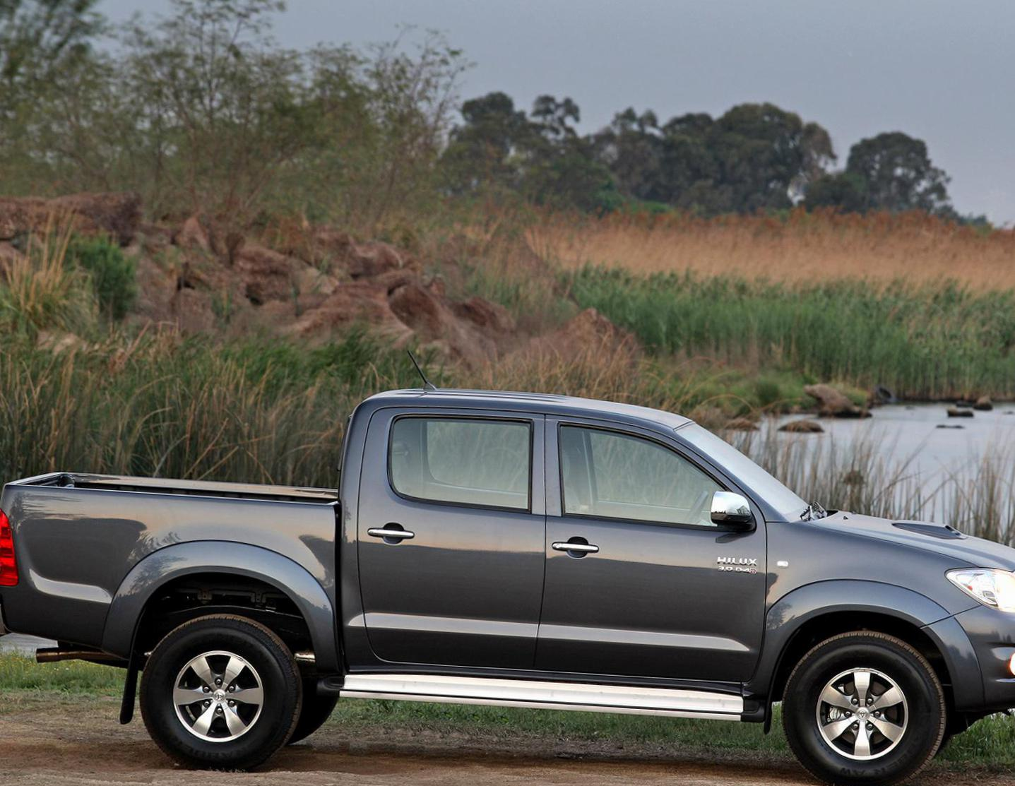 Hilux Double Cab Toyota Characteristics 2009