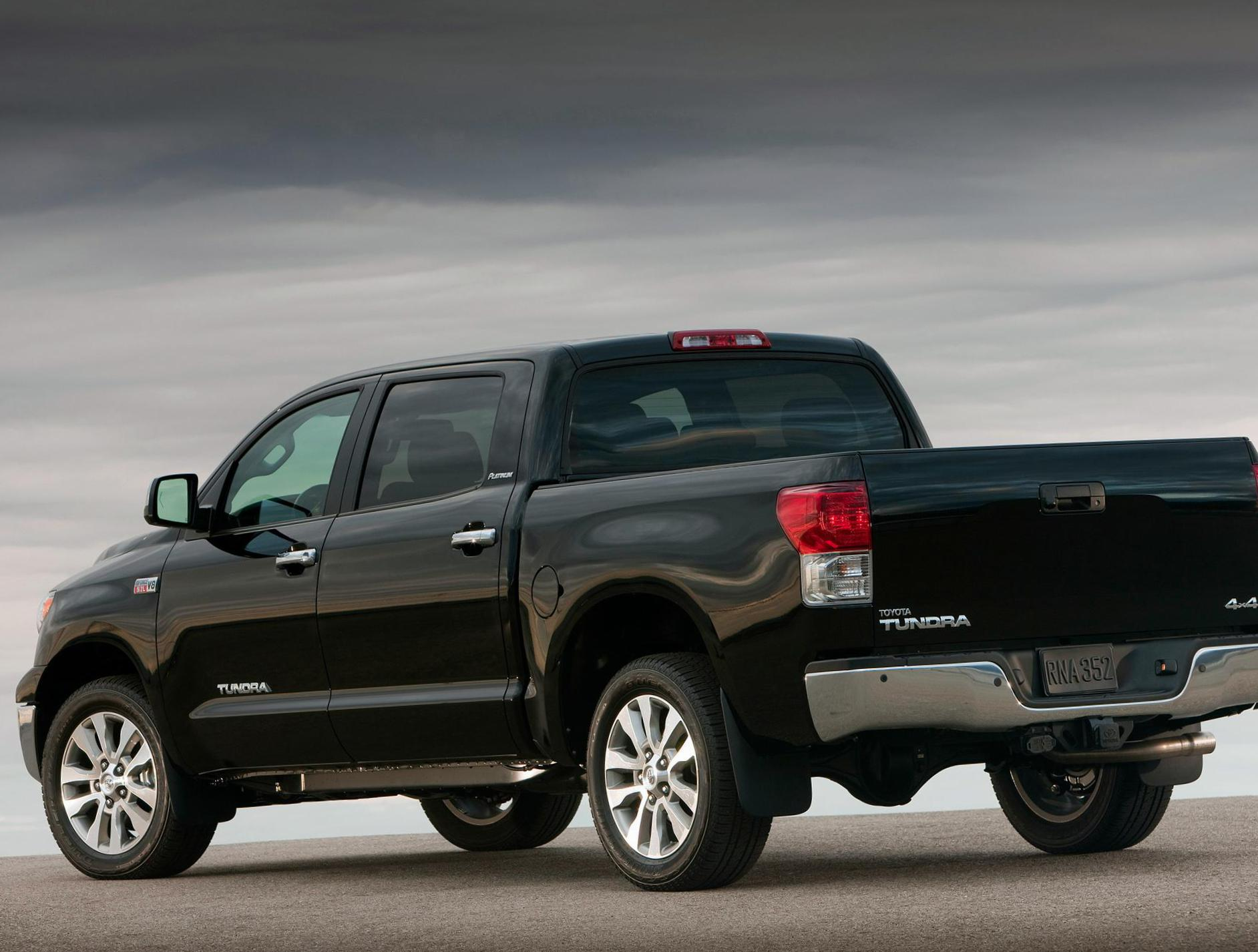 Toyota Tundra CrewMax review sedan