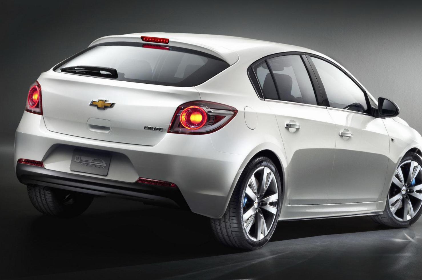 Chevrolet Cruze Hatchback Photos and Specs. Photo ...