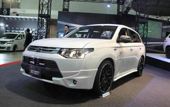 Mitsubishi Outlander PHEV Specification 2014