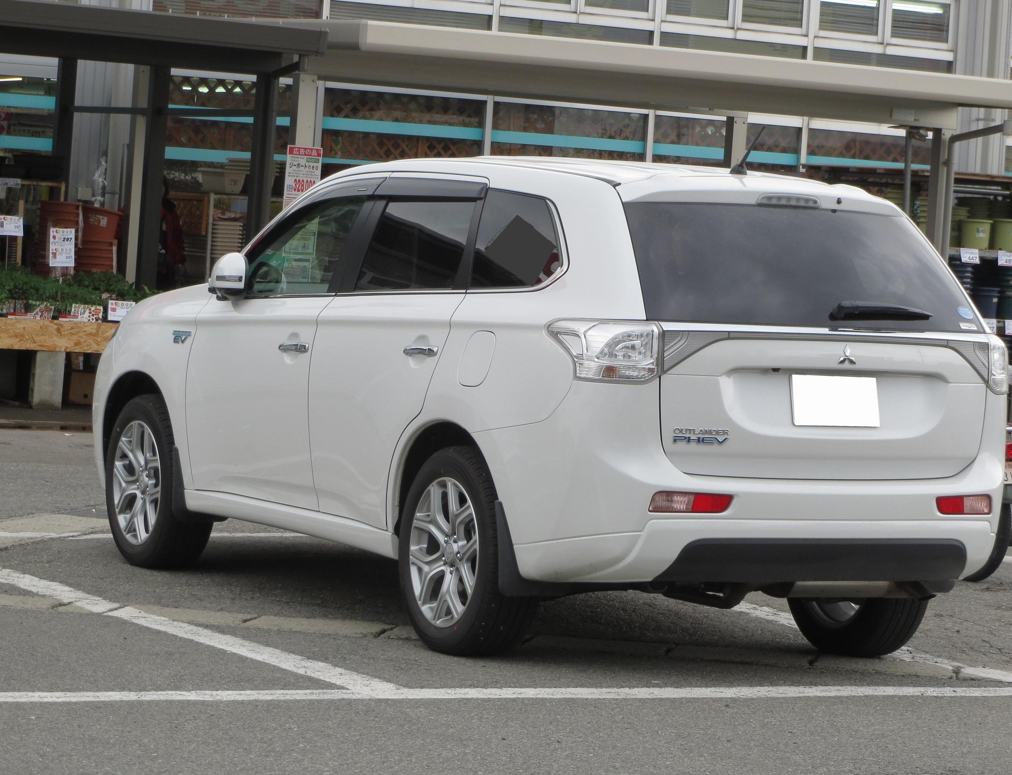 Outlander PHEV Mitsubishi usa sedan