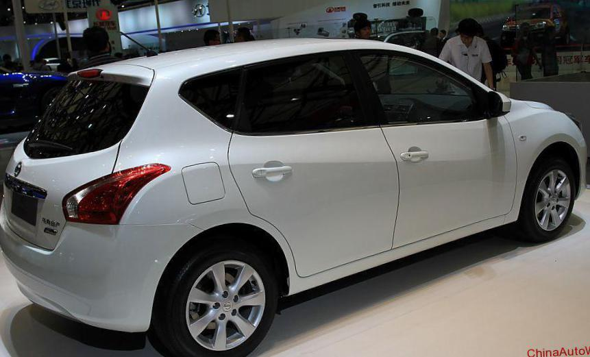 Nissan Tiida Hatchback reviews 2013