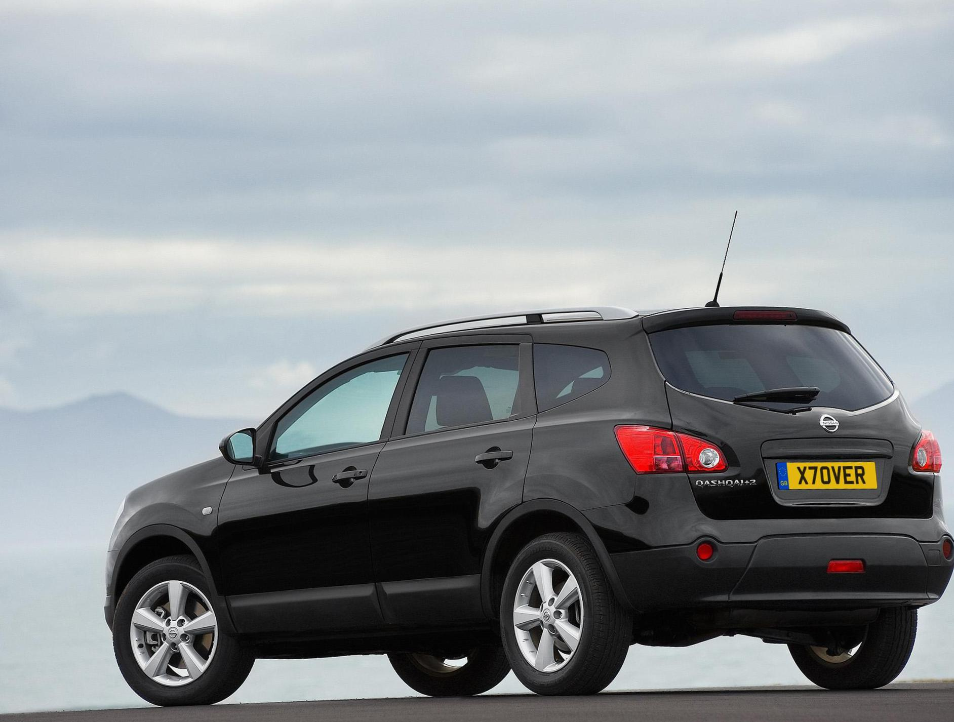 Qashqai+2 Nissan review hatchback