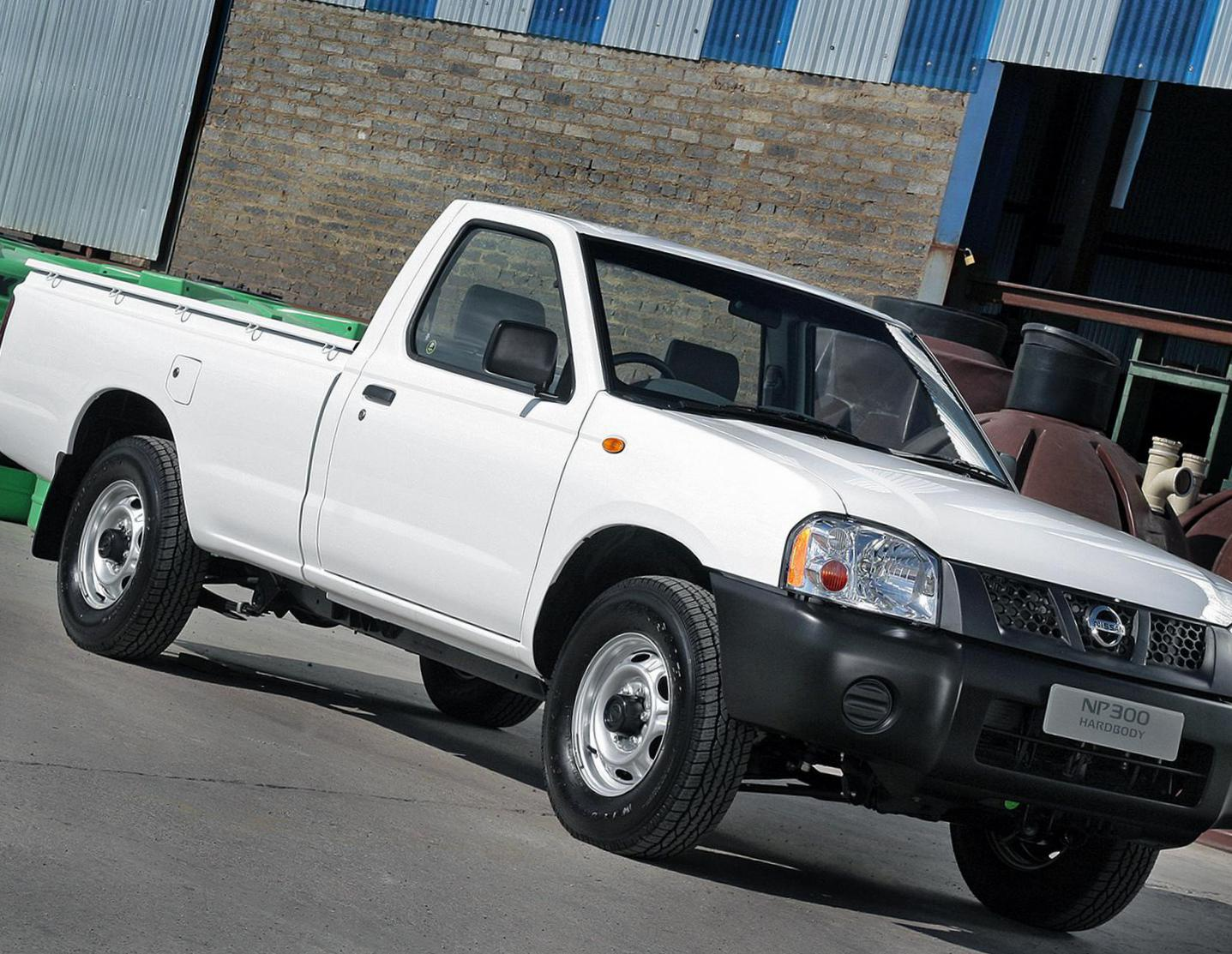 Nissan NP300 Double Cab Characteristics 2011