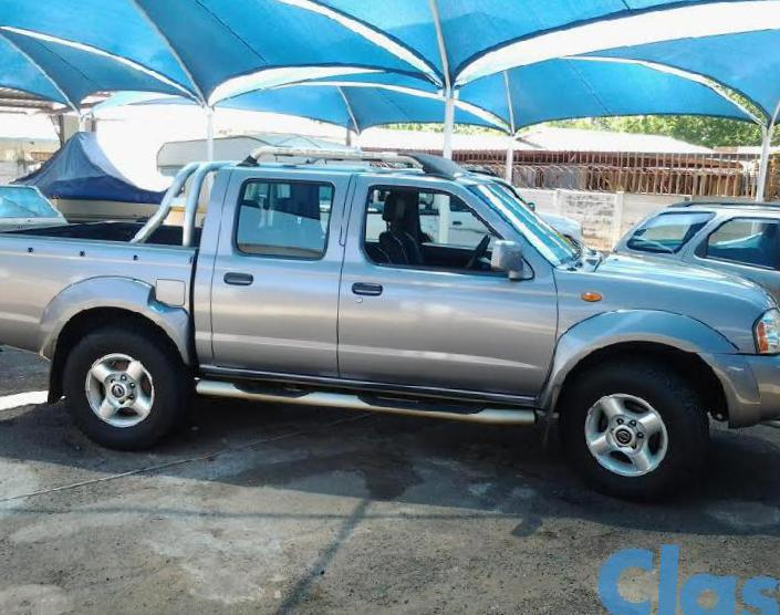 NP300 Double Cab Nissan Characteristics 2013
