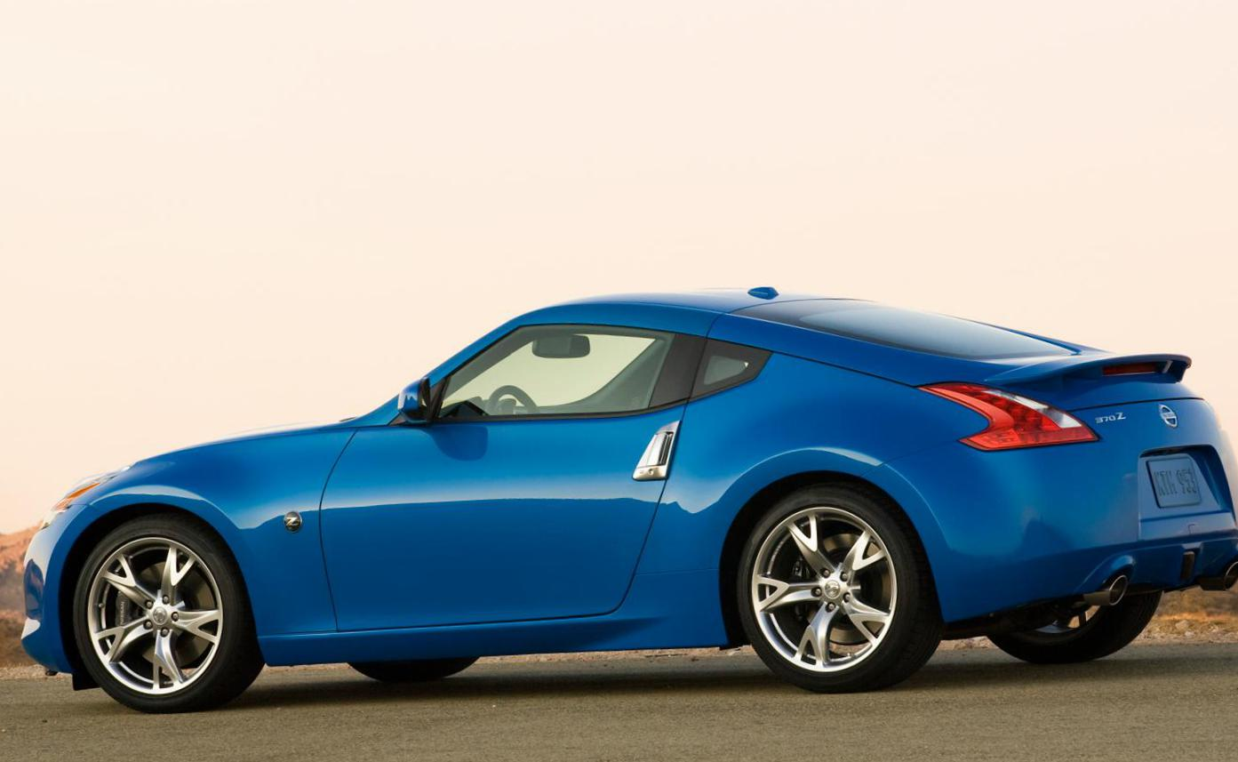 Nissan 370Z Photos and Specs  Photo: Nissan 370Z price and