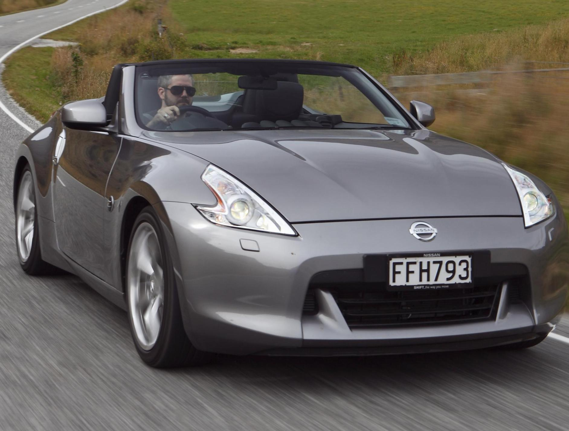 Nissan 370Z Roadster how mach 2015