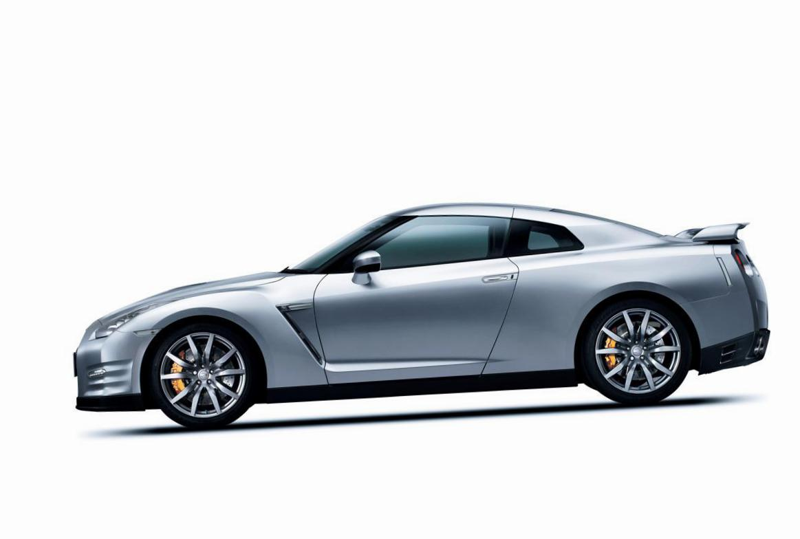 Nissan GT-R review 2008