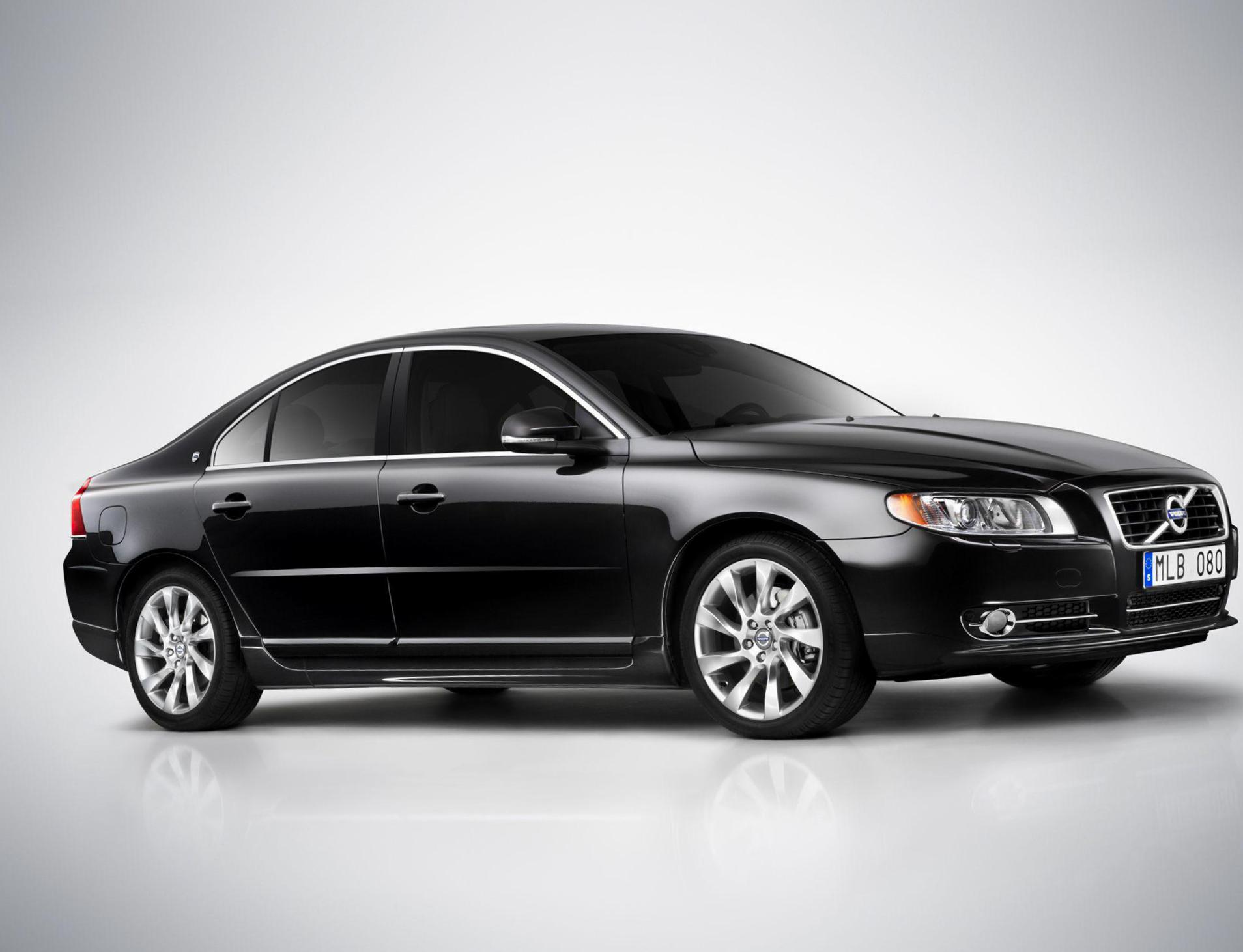 Volvo S80 model hatchback