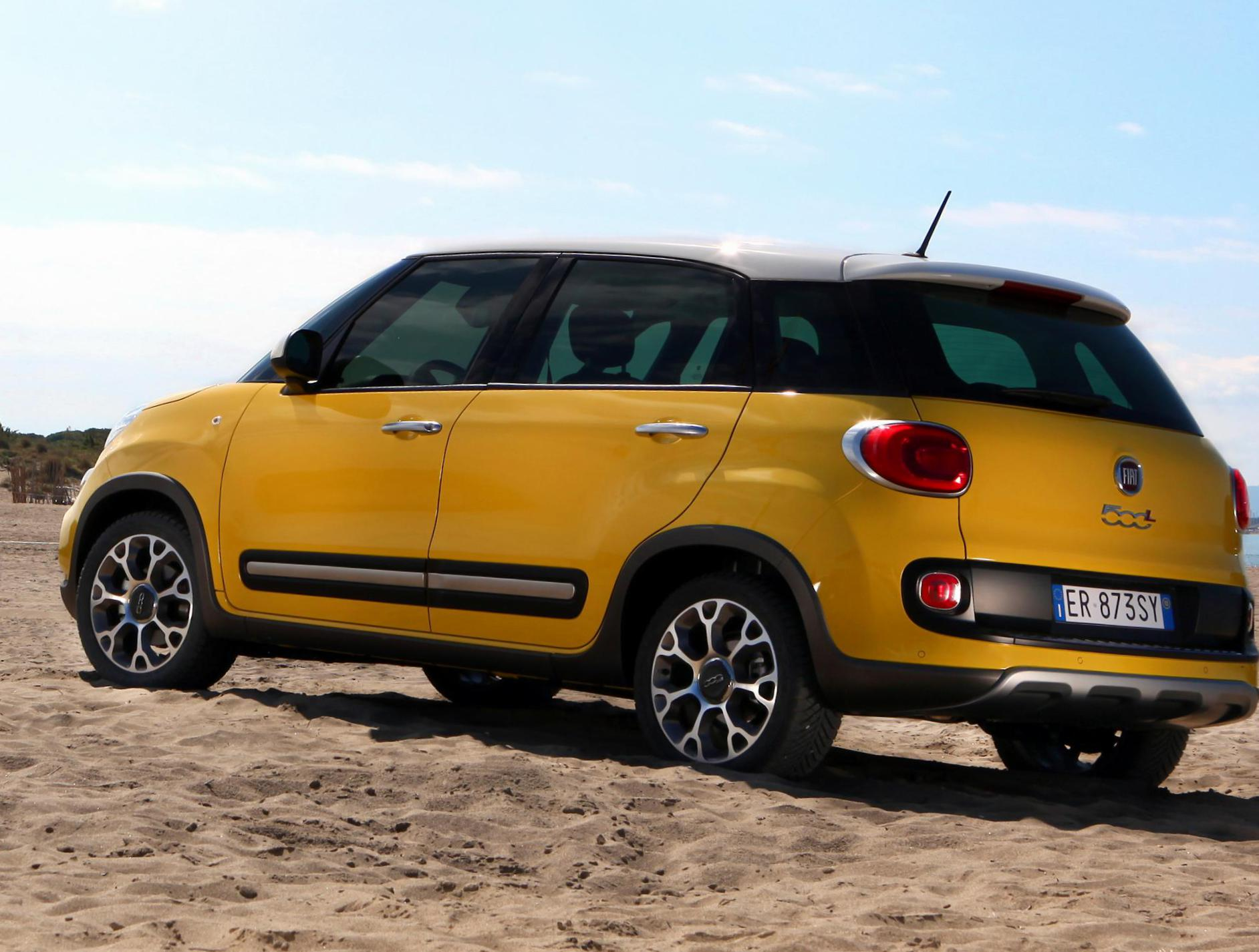 fiat 500l trekking photos and specs photo 500l trekking fiat specifications and 25 perfect. Black Bedroom Furniture Sets. Home Design Ideas