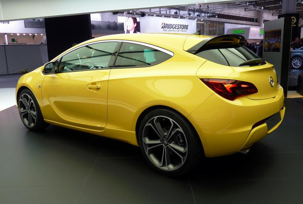 Opel Astra J GTC configuration 2015