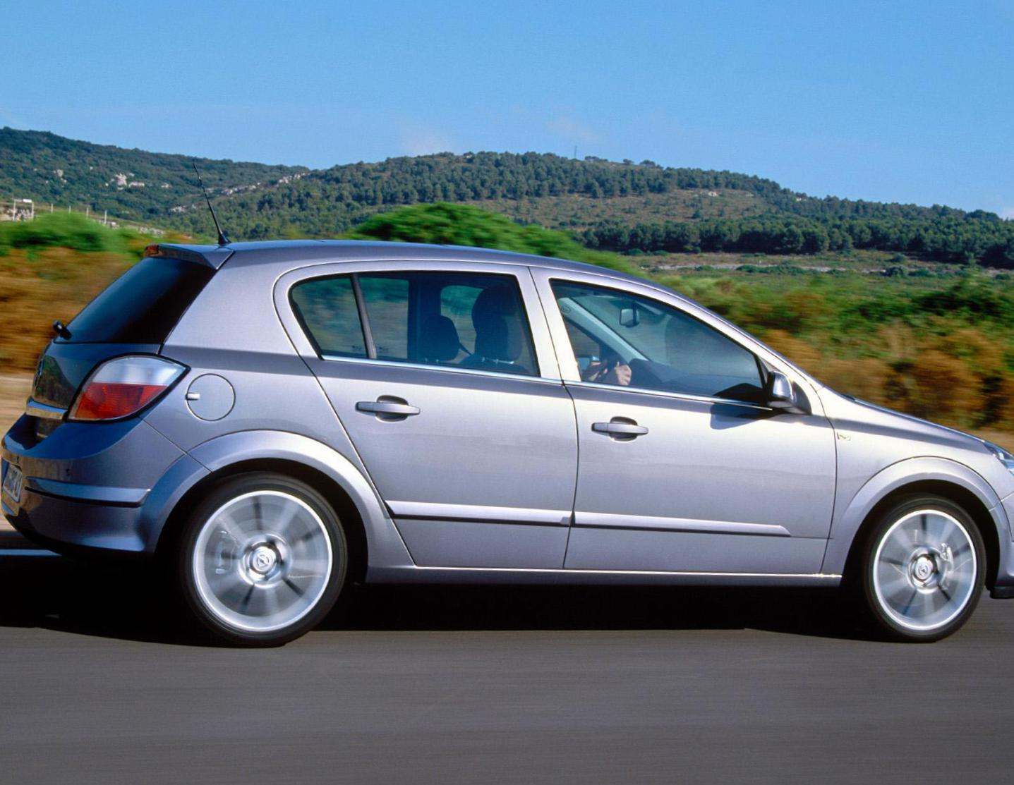 Opel Astra H Hatchback usa 2008