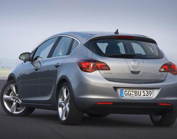 Opel Astra J Hatchback review 2010