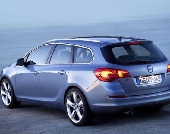Astra J Sports Tourer Opel configuration 2013