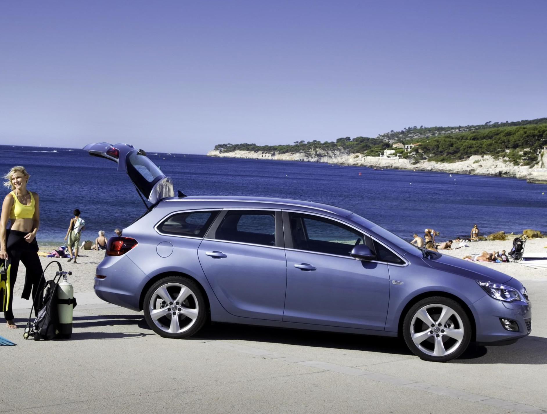 Opel Astra J Sports Tourer prices 2013