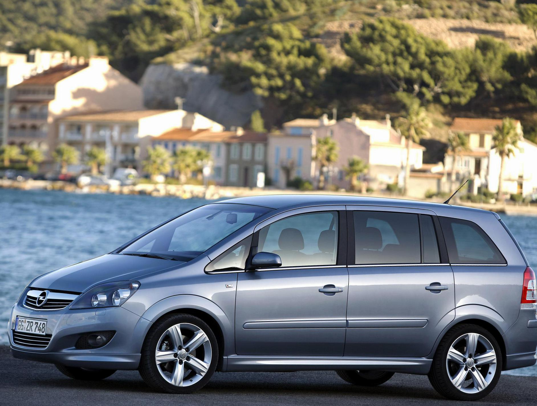 opel zafira b photos and specs photo opel zafira b. Black Bedroom Furniture Sets. Home Design Ideas