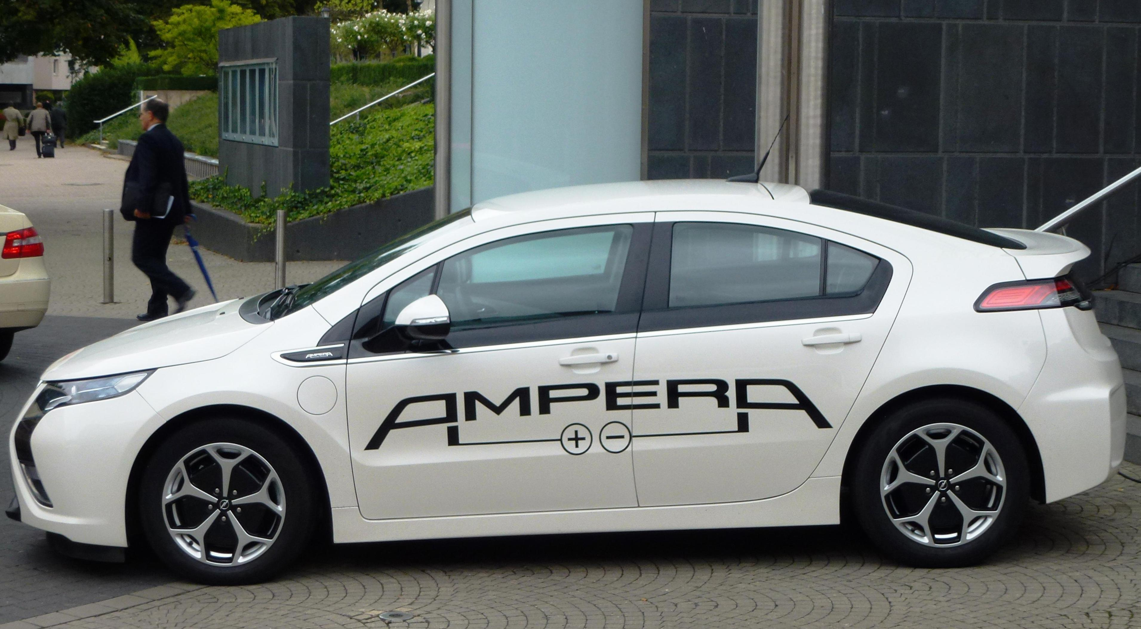 Ampera Opel spec sedan