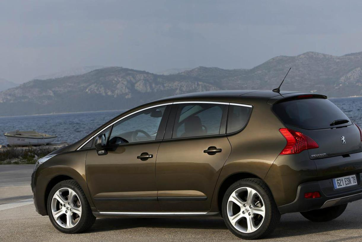 3008 Peugeot review 2015