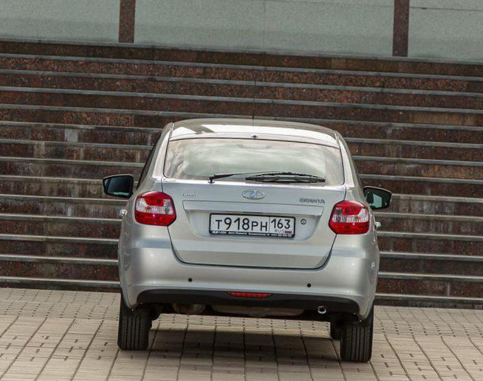 Lada Granta Liftback   lease 2011