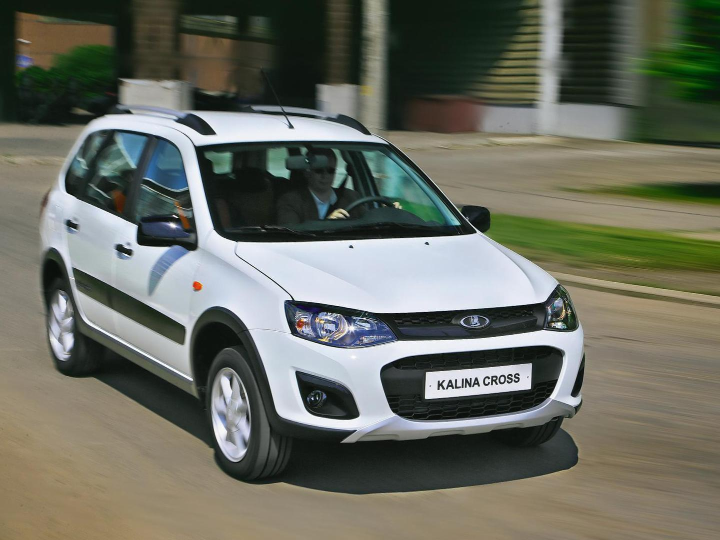 Lada Largus Cross   cost 2013