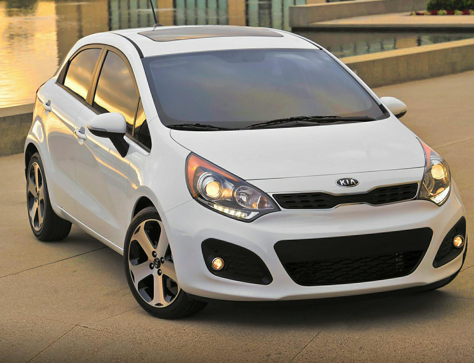 Rio Hatchback KIA approved 2003