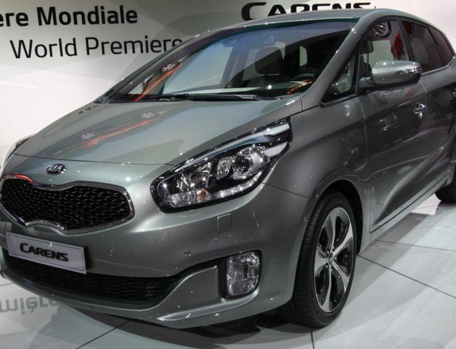 KIA Carens model 2011