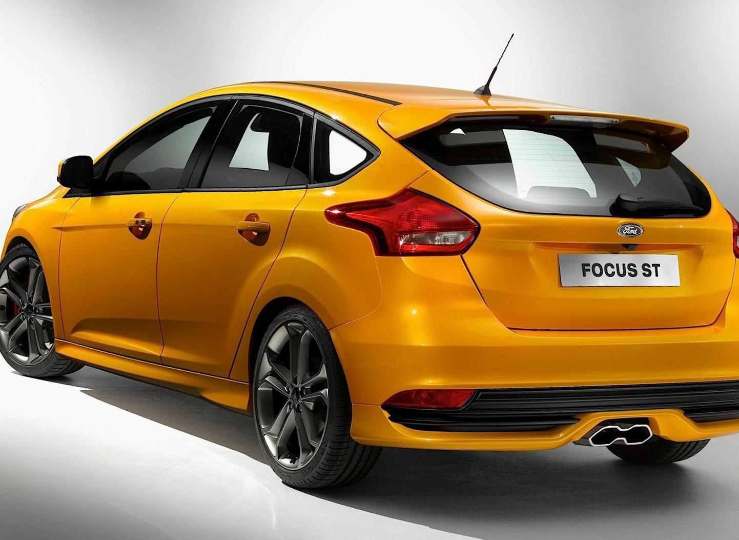 Ford Focus ST 5 doors cost hatchback