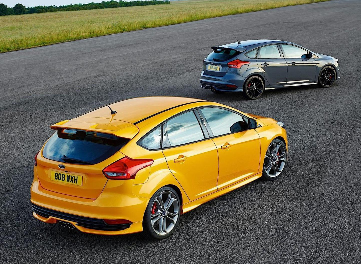 Ford Focus ST 5 doors how mach 2006