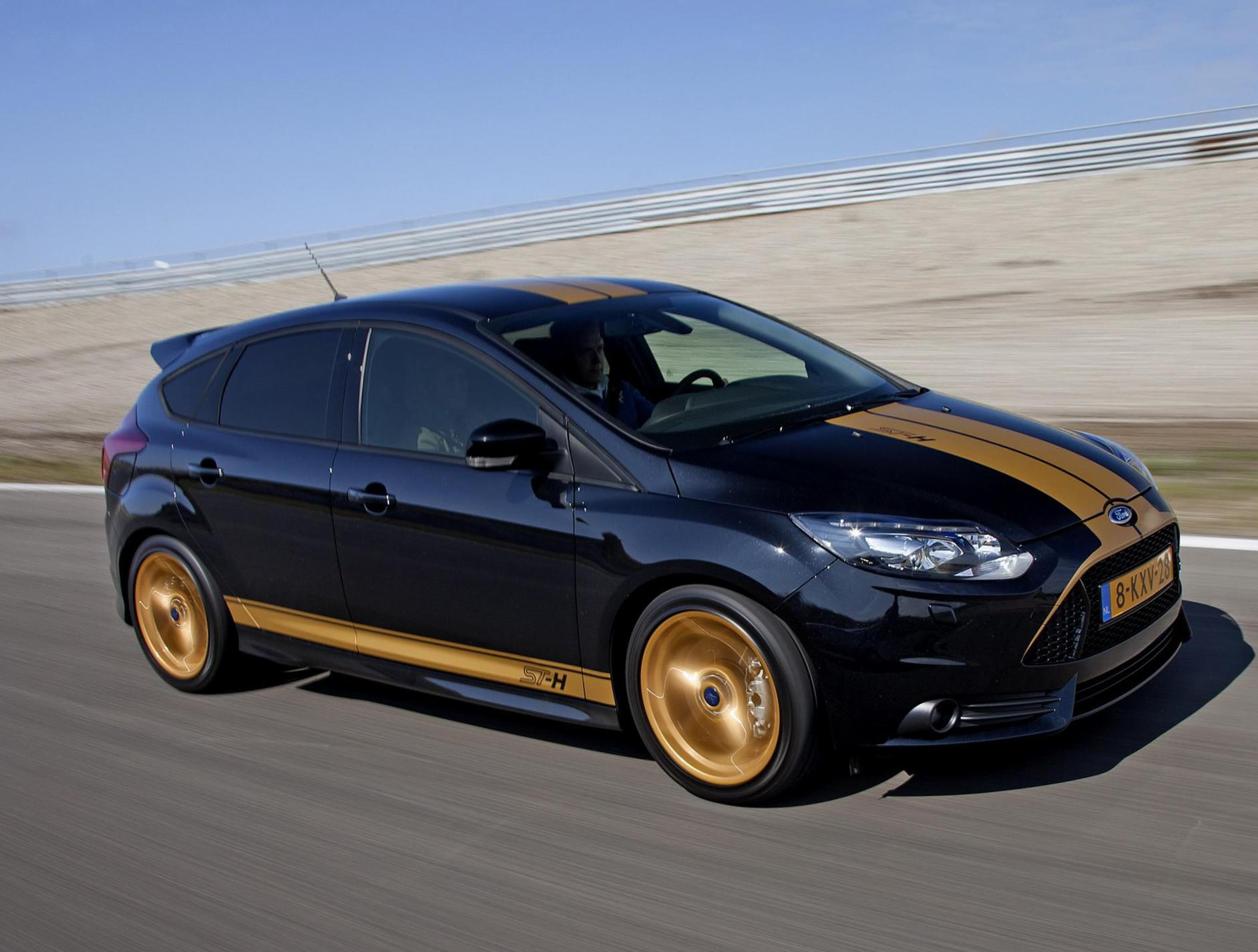 Ford Focus ST 5 doors spec sedan