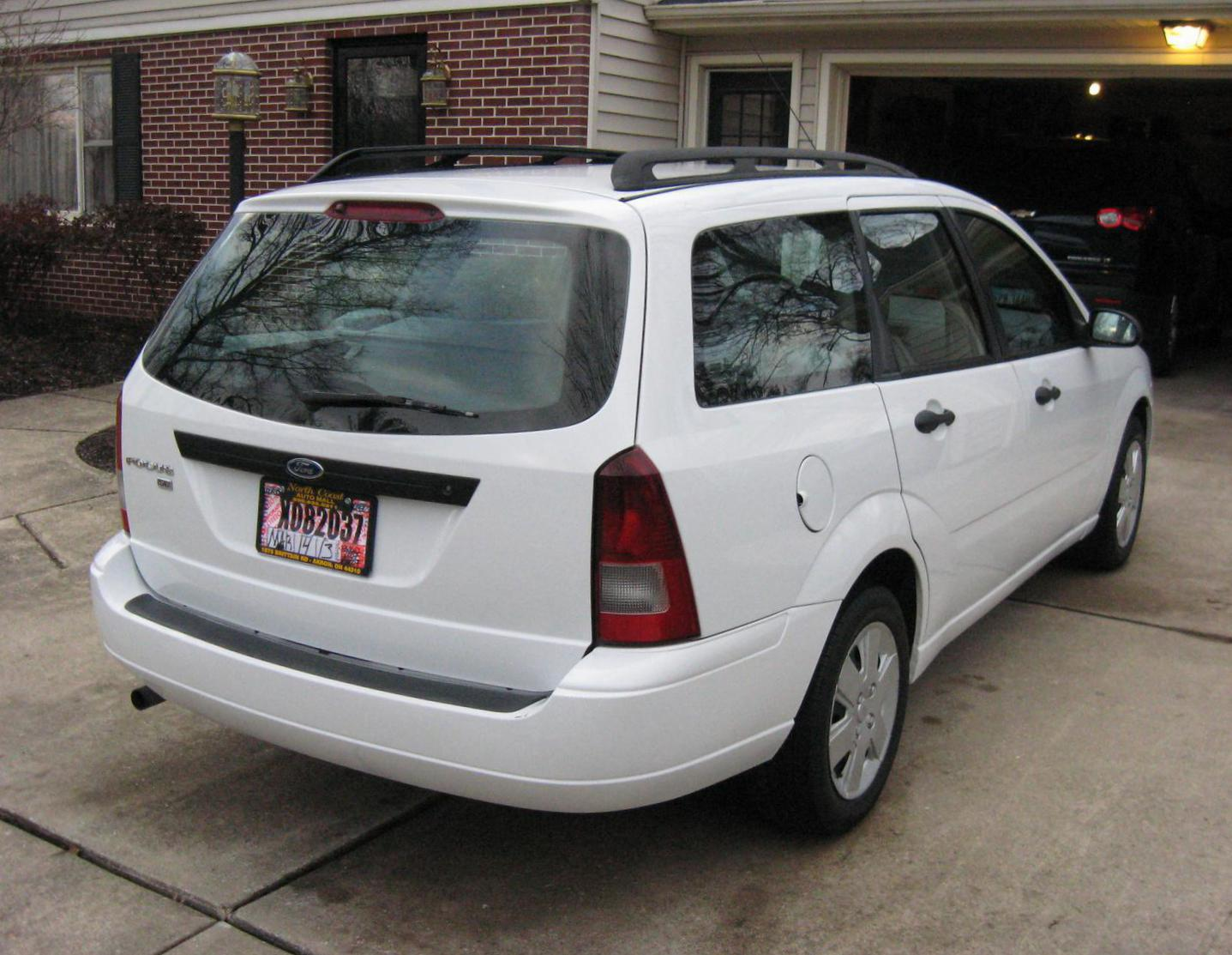 ford focus wagon photos and specs  photo  ford focus wagon for sale and 20 perfect photos of