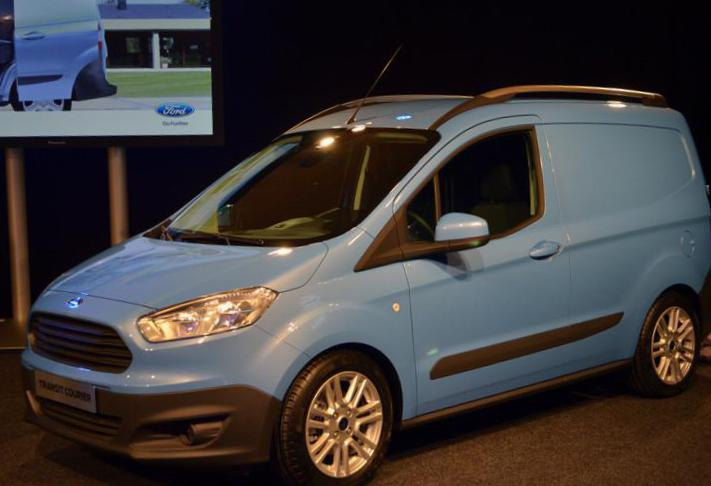 Transit Courier Ford spec 2013
