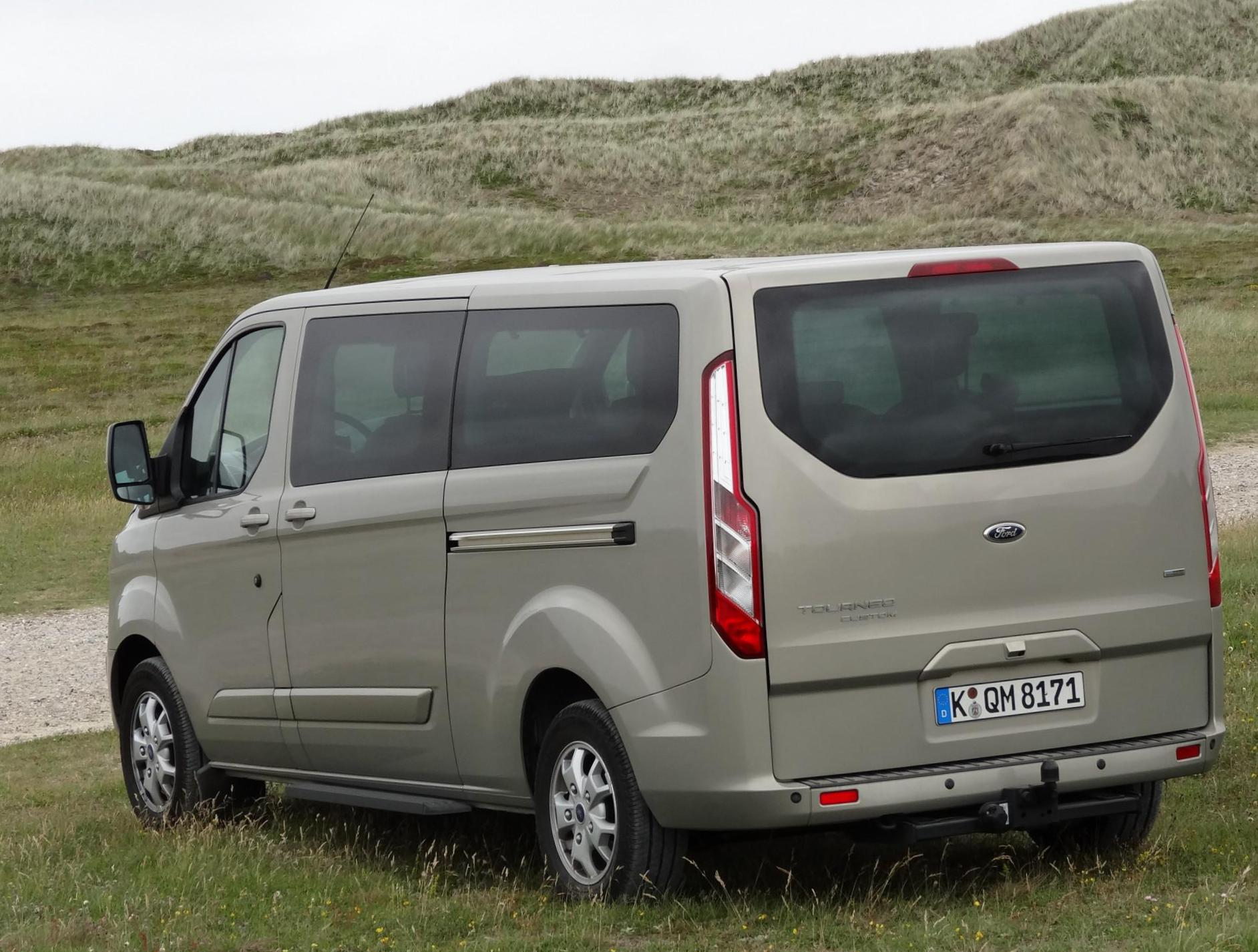 Tourneo Custom Ford review suv