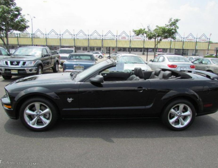 Mustang Convertible Ford configuration 2012