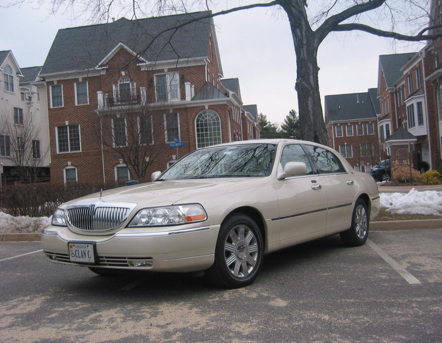 Lincoln Town Car cost 2010
