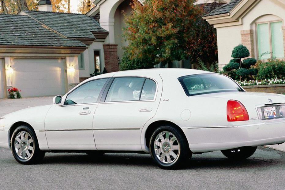 Lincoln Town Car Specification 2009