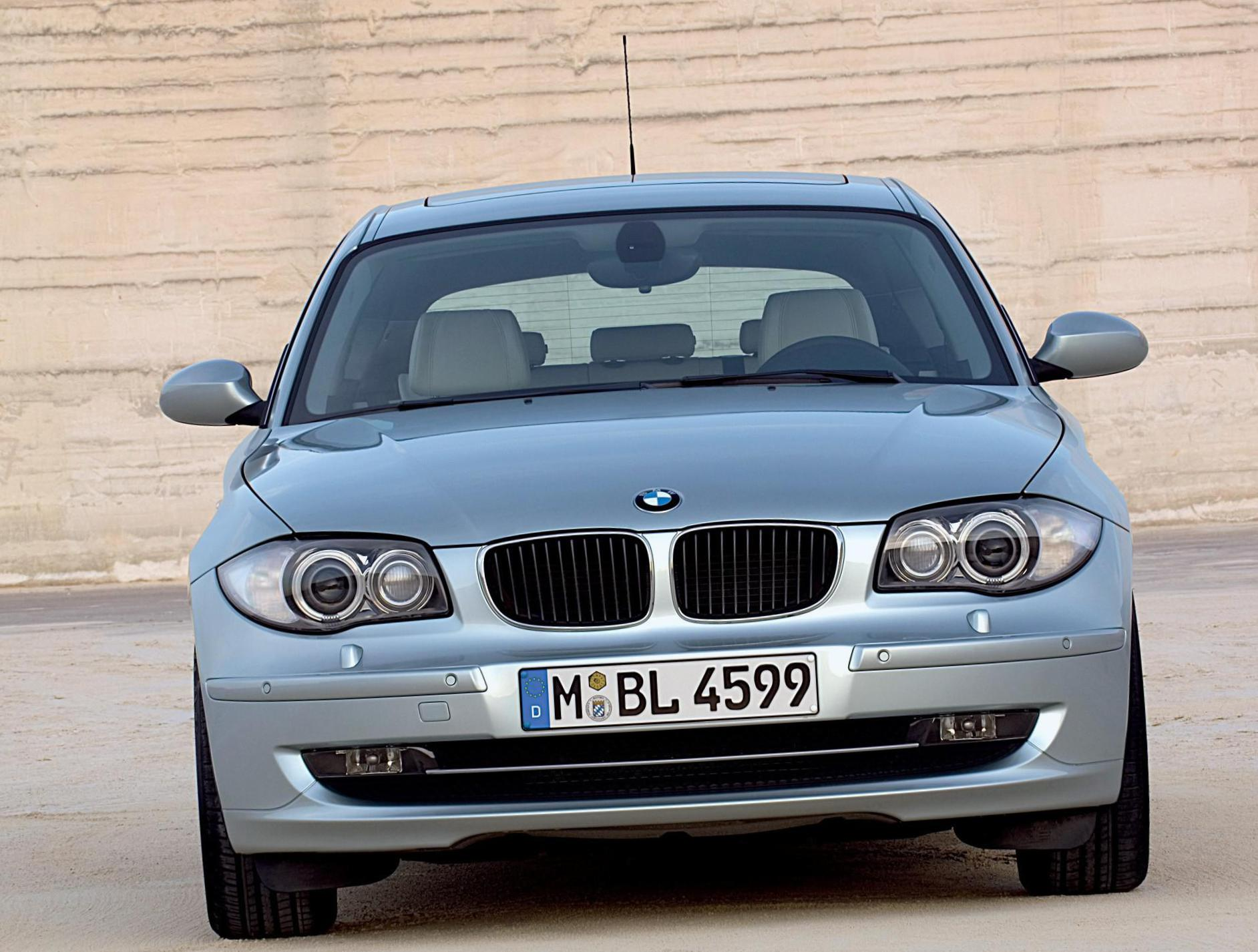 1 Series 3 doors (E81) BMW how mach hatchback