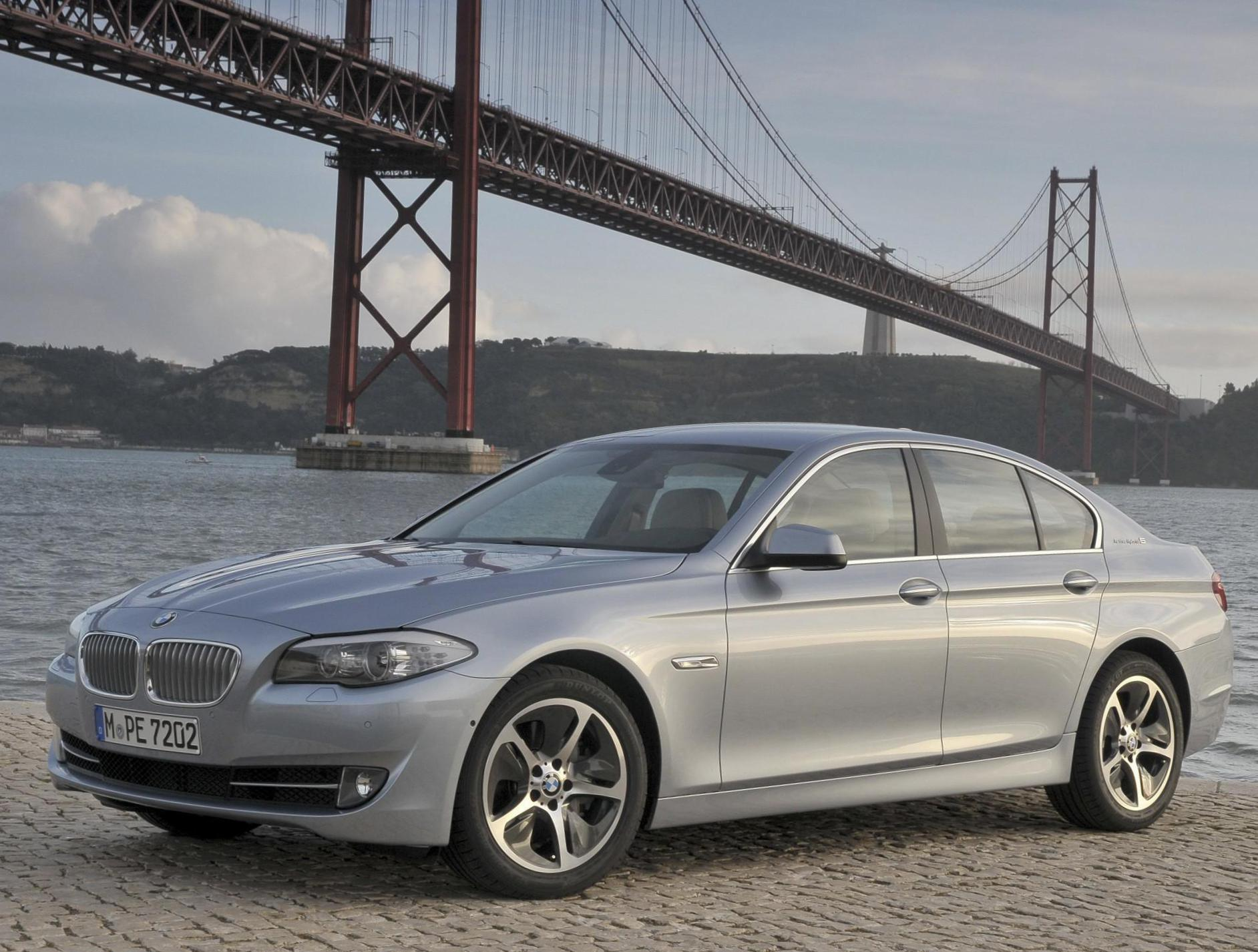 BMW ActiveHybrid 5 (F10) model hatchback