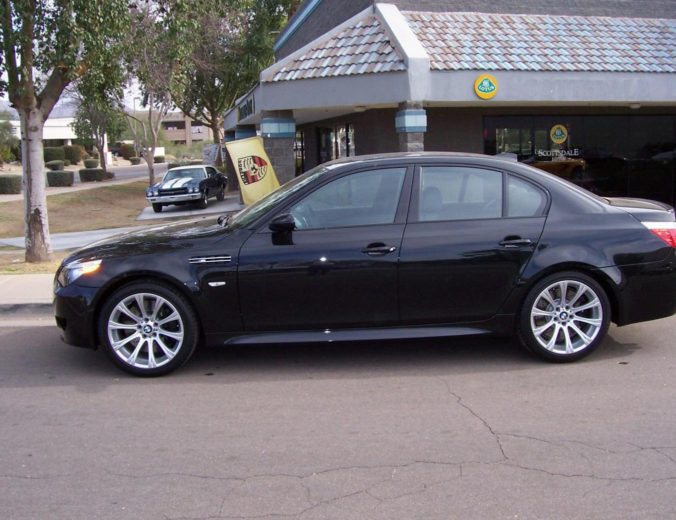 BMW M5 Sedan (E60) Characteristics hatchback