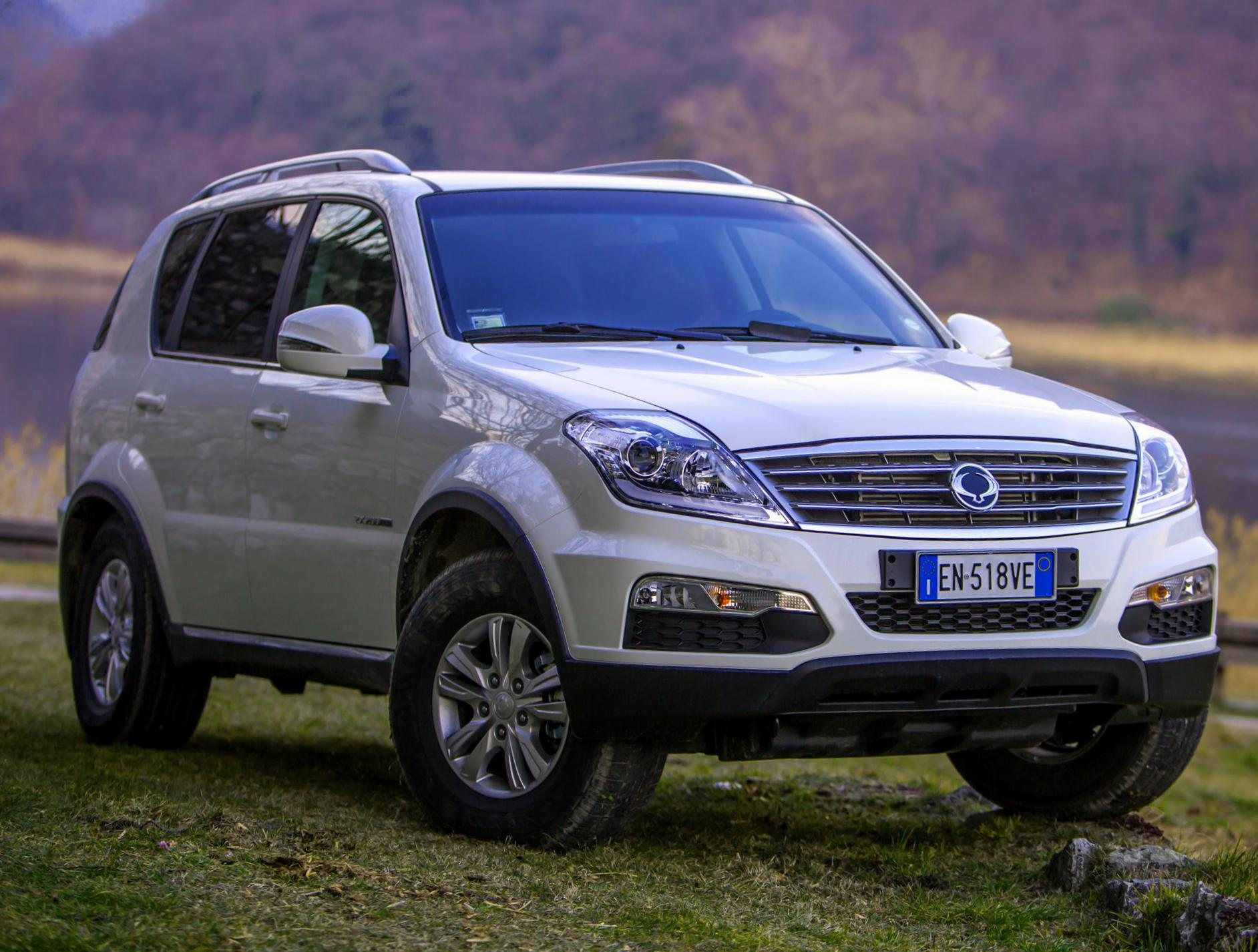 SsangYong Rexton W reviews suv