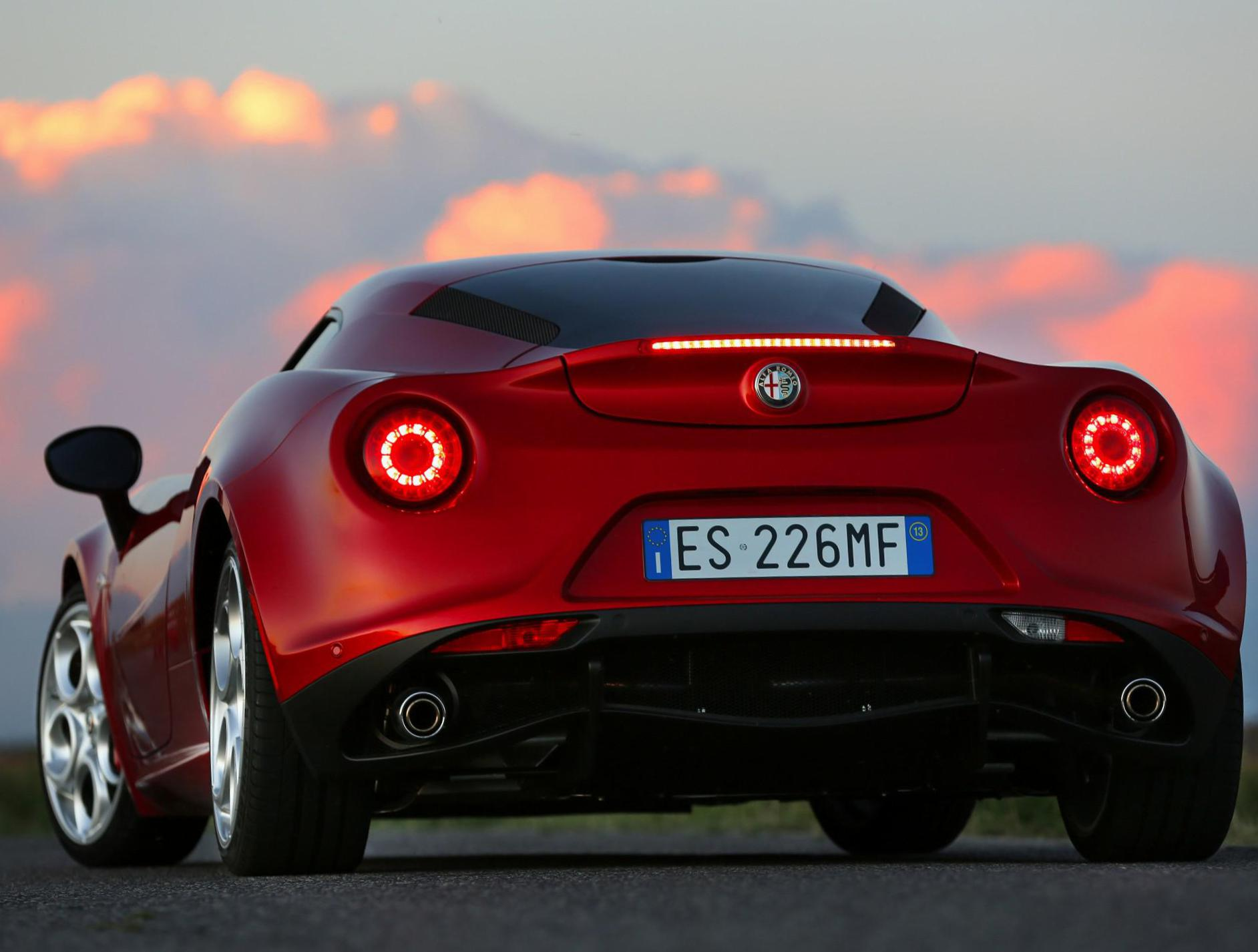 Alfa Romeo 4C approved coupe