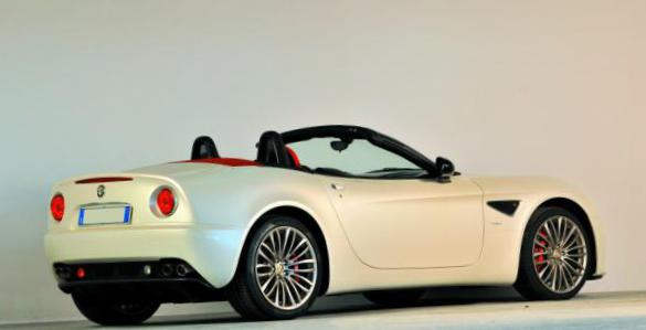 8C Spider Alfa Romeo review 2012