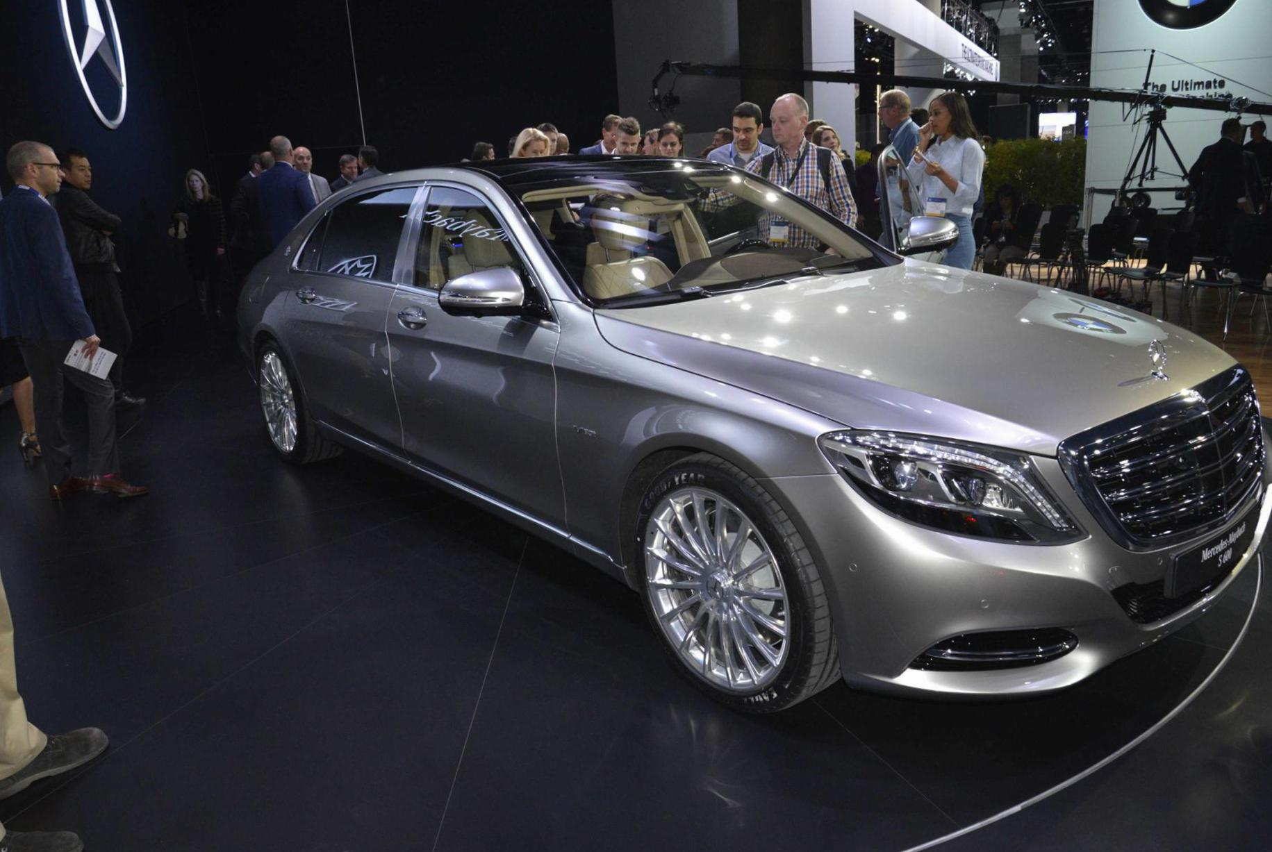 mercedes maybach s-class photos and specs. photo: maybach s-class