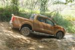 NP300 Navara Double Cab Nissan model hatchback